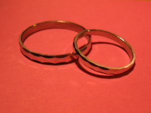 1280px-Two_rings